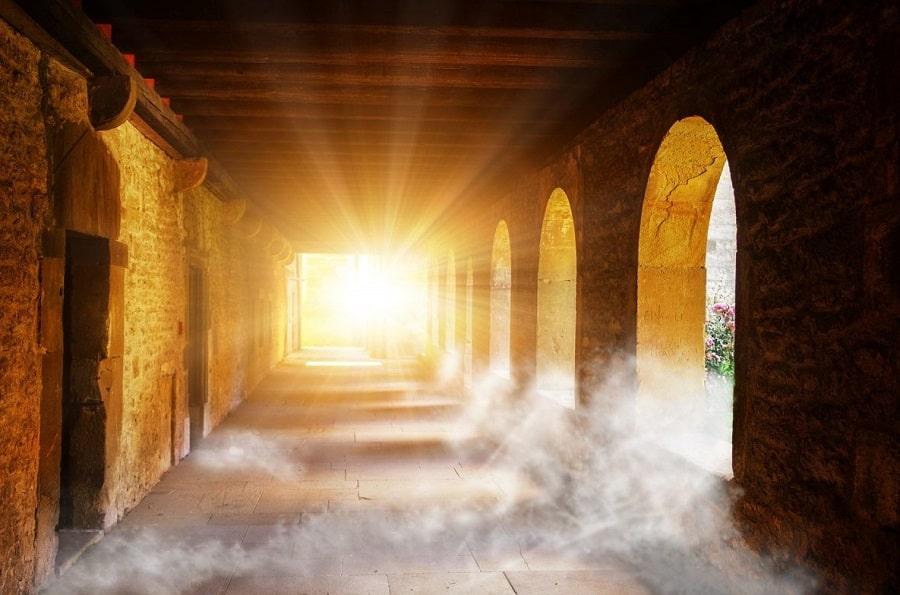 A-propos-lumière-chemin-de-vie-clairvoyance-Philomène-Médium-Cartomancienne