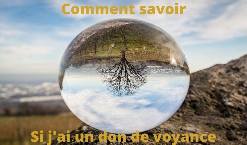 Banniere-photo-avec-une-boule-de-cristal-posee-sur-la-roche-au-sommet-dune-montagne-article-de-blog-comment-savoir-si-jai-un-don-de-voyance.