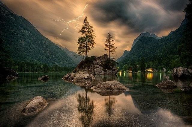 Photo-lac-en-montagne-article-de-blog-comment-savoir-si-j'ai-un-don-de-voyance-Philomène-Médium-Cartomancienne.